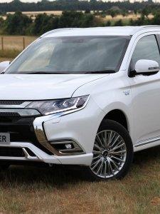 2019 Mitsubishi Outlander PHEV อเนกประสงค์เสียบปลั๊กมาดใหม่